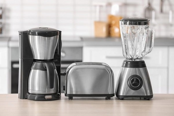 Kitchen appliances on a counter top